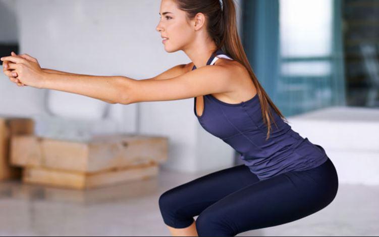 Esercizi da fare a casa: come allenare gambe e glutei